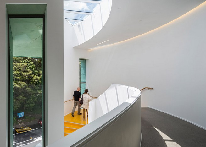 Art gallery in Auckland by Mitchell and Stout Architects features an aluminium-plated facade Art gallery in Auckland by Mitchell and Stout Architects features an aluminium-plated facadeArt gallery in Auckland by Mitchell and Stout Architects features an aluminium plated facade 2