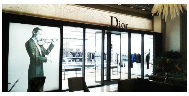 Dior opens in Vancouver a FLAGSHIP MEN'S AND WOMEN'S STORES  1 Dior opens in Vancouver a FLAGSHIP MEN'S AND WOMEN'S STORESDior opens in Vancouver a FLAGSHIP MEN   S AND WOMEN   S STORES 1