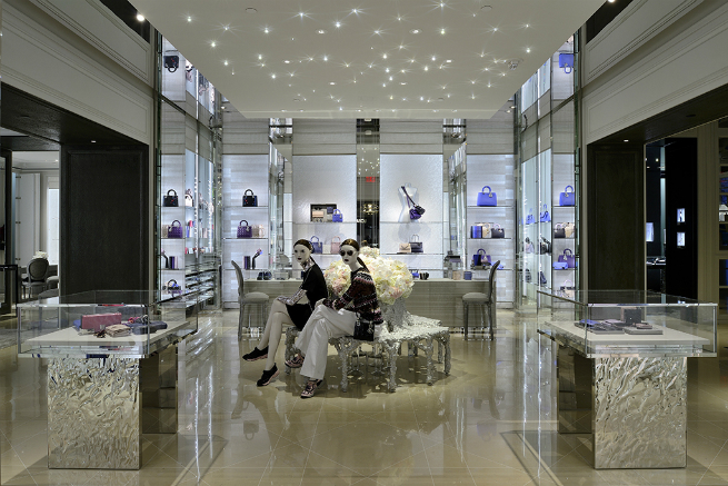 Dior opens in Vancouver a FLAGSHIP MEN'S AND WOMEN'S STORES  4 Dior opens in Vancouver a FLAGSHIP MEN'S AND WOMEN'S STORESDior opens in Vancouver a FLAGSHIP MEN   S AND WOMEN   S STORES 4