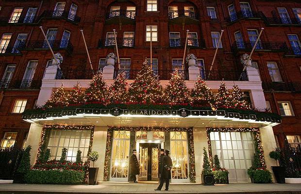 Claridges hotel christmas 2015 Christopher BaileyClaridge's Christmas tree revealed by Christopher BaileyClaridges hotel christmas 2015