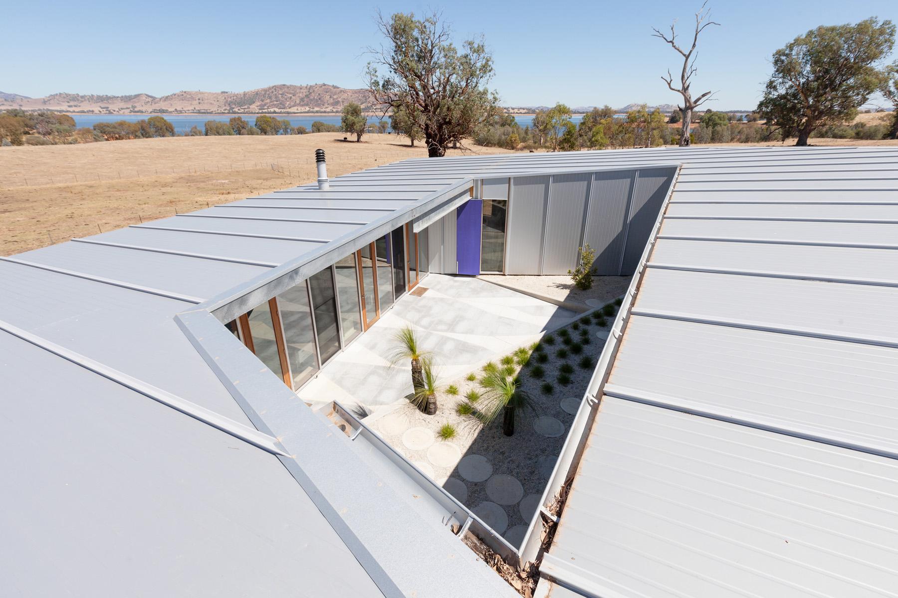 Sustainable tUGworkshop BethangaHouse architecture and designAustralian Architecture and Design Awards 2015 WinnersSustainable tUGworkshop BethangaHouse