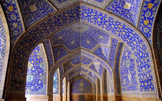 http://www.brabbu.com/en/inspiration-and-ideas/architecture/rich-and-powerful-iranian-mosques  Rich and Powerful Iranian Mosques Blue Iranian Mosque