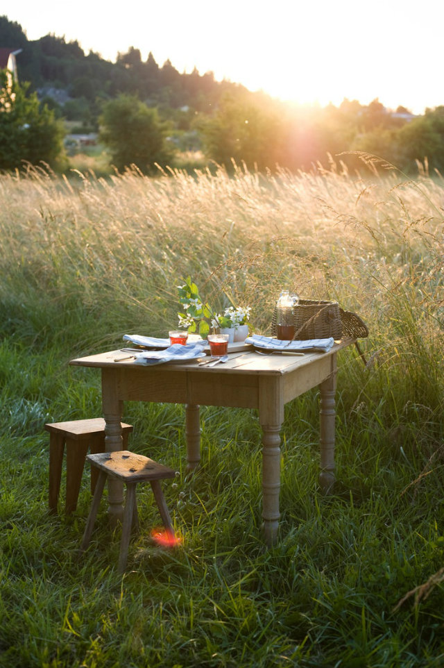It's Time for Dinner Out! Summer Tables to die for.  It's Time for Dinner Out! Summer Tables to die for. Summer outdoor table wooden stools hay field