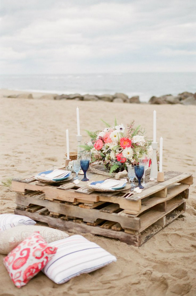 It's Time for Dinner Out! Summer Tables to die for.   It's Time for Dinner Out! Summer Tables to die for. Summer tables beach pallet dinner