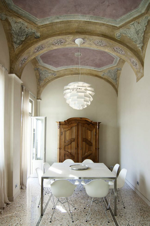 Modern Looks for Ancient Manors  Modern Looks for Ancient Manors modern looks for ancient manors fresco ceiling white dining table