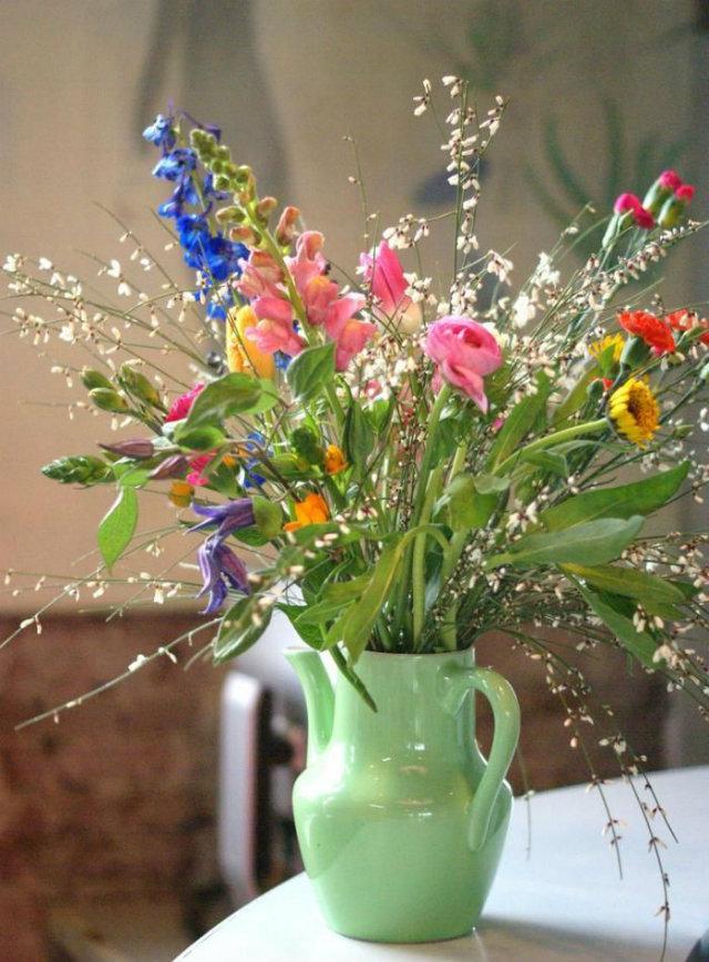 Mood Board: Summer Flower Color Inspiration home decor Mood Board: Summer Flowers Color Inspiration in Your Home Decor Flower Mood Board Green Jar Vase