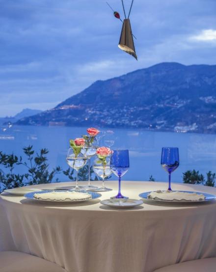 10 Amazing Waterfront Restaurants Around the World