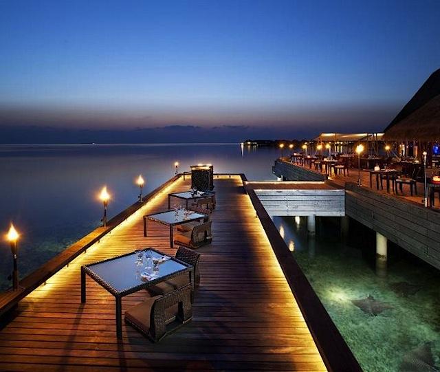 10 Amazing Waterfront Restaurants Around the World  10 Amazing Waterfront Restaurants Around the World Waterfront Restaurant W Retreat Maldives