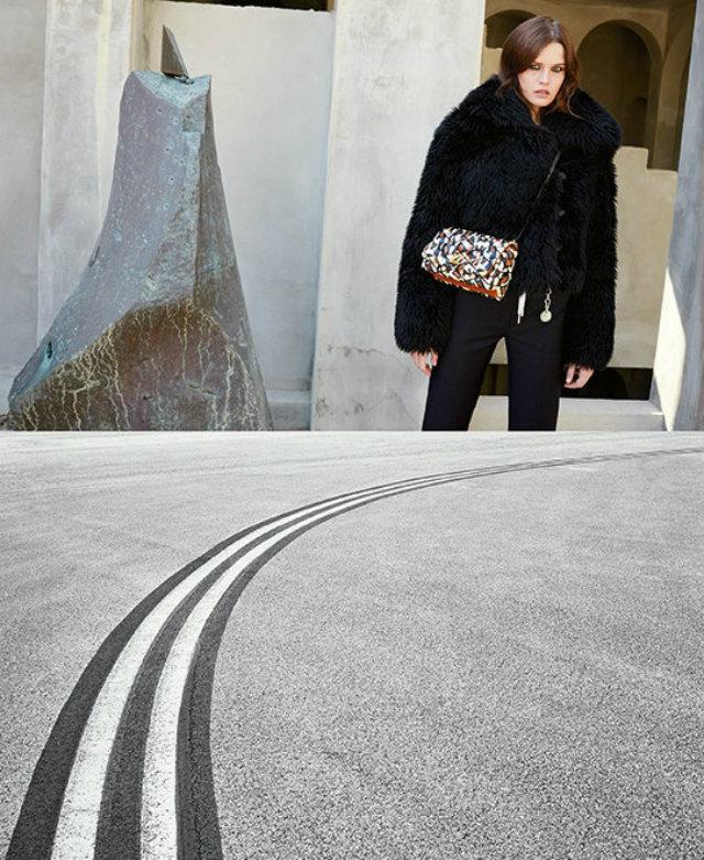 London the latest Nicolas Ghesquiere inspirations (1) Louis Vuitton Louis Vuitton at London: the latest Nicolas Ghesquiere inspirations Louis Vuitton at London the latest Nicolas Ghesquiere inspirations 1