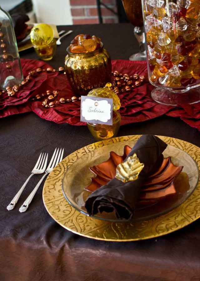 Best Thanksgiving Color Combinations Burgundy Table Setting