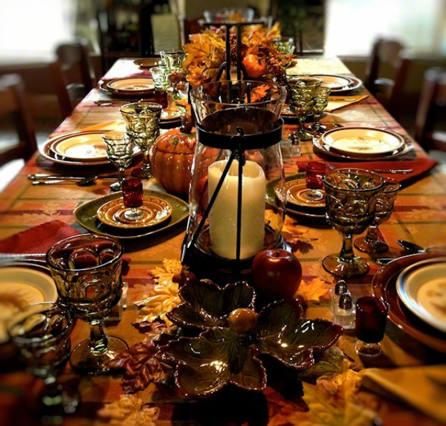 Brugundy THKSGVNG 8 thanksgiving color combinations Best Thanksgiving Color Combinations: Burgundy Table Setting Brugundy THKSGVNG 8