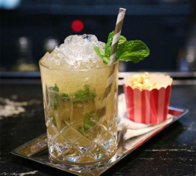 Drinks - Manhattan Bar singapore Inspiration: Glamorous Manhattan Bar in Regent – Singapore Drinks Manhattan Bar1