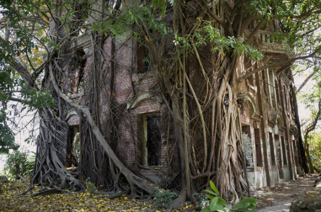 haunted mansions Top 15 Haunted Mansions to Inspire Your Halloween Weekend HALLOWEEN 3 MINXIONG GHOST HOUSE TAIWAN