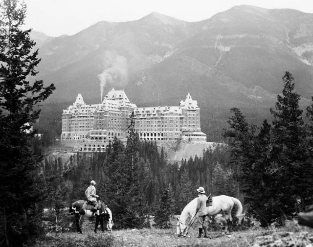 Banff Springs Hotel in Canada is haunted by many ghosts amongst which is one of a dead bride whose dress caught on fire.  haunted mansions Top 15 Haunted Mansions to Inspire Your Halloween Weekend HALLOWEEN 4 BANFF SPRINGS HOTEL CANADA