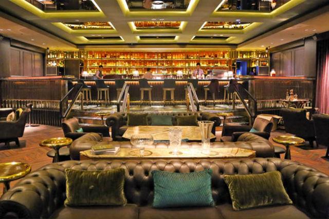 Manhattan is a grand hotel bar at Regent Singapore hotel singapore Inspiration: Glamorous Manhattan Bar in Regent – Singapore Sofa Manhattan Bar