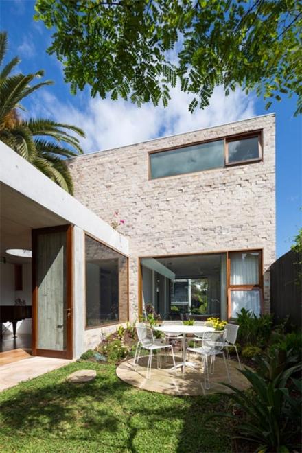 Outdoor dining: Sydney house encloses a garden courtyard