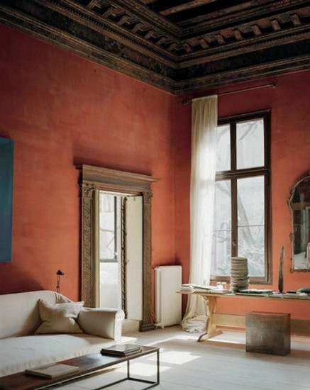 Interior design with warm wall paint axel vervoordt Top Projects by Axel Vervoordt Interior design with warm wall paint