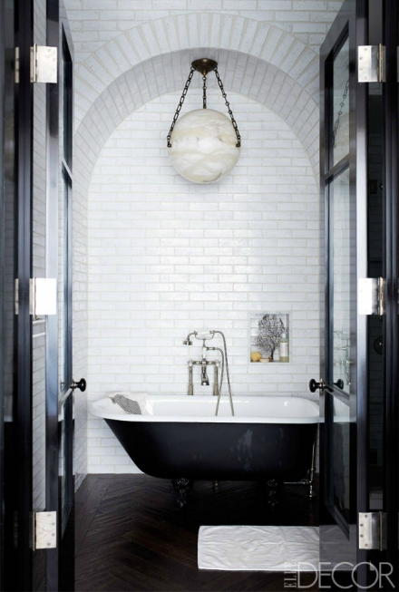 20 STUNNING BATHROOM INTERIORS