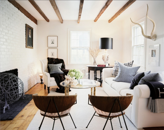 living room inspiration how to style a white sofa living room inspiration Living Room Inspiration : How To Style a White Sofa how to style a white sofa 1