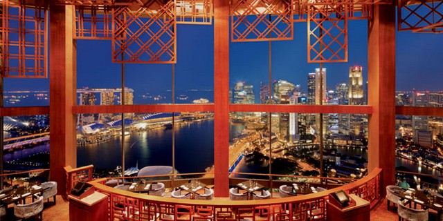 Get Inspired By These Outstanding Rooftop Restaurants In Singapore rooftop restaurants Get Inspired By These Outstanding Rooftop Restaurants In Singapore Equinox Night Interior jpg 1402285581