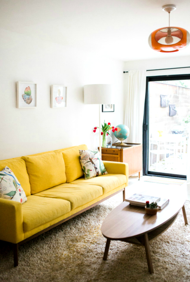 23 Wonderful Living Room Ideas With A Yellow Sofa