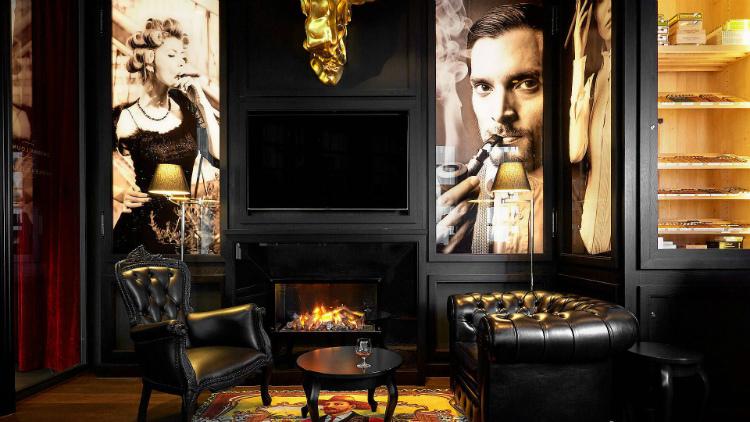 living rooms 35 STUNNING IDEAS FOR MODERN CLASSIC LIVING ROOMS d0b7f1abf758bdd774ebfa0615df9132