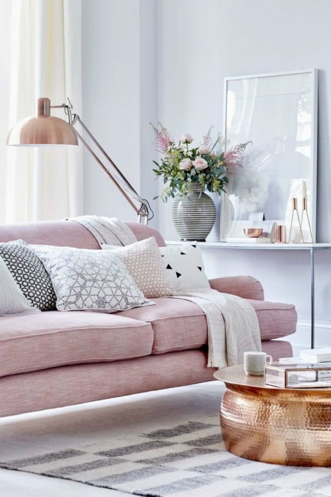 How To Style Your Living Room Sofa This Summer living room sofa How To Style Your Living Room Sofa This Summer How To Style Your Living Room Sofa This Summer 3 684x1024