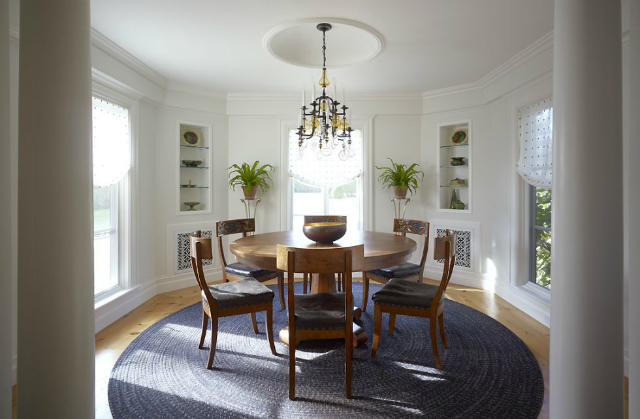 10 Stunning Decorating Ideas To Style A Round Dining Room Table decorating ideas 10 Stunning Decorating Ideas To Style A Round Dining Room Table christopher stevens