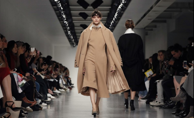 Get Inspired By The Best Moments  london fashion week Get Inspired By The Best Moments At London Fashion Week 2017 41430b0a3d5019e24ac5660cd2a6a049