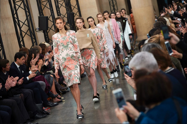 Get Inspired By The Best Moments london fashion week Get Inspired By The Best Moments At London Fashion Week 2017 91a74e8aca971baebe6a9647d3beebb8