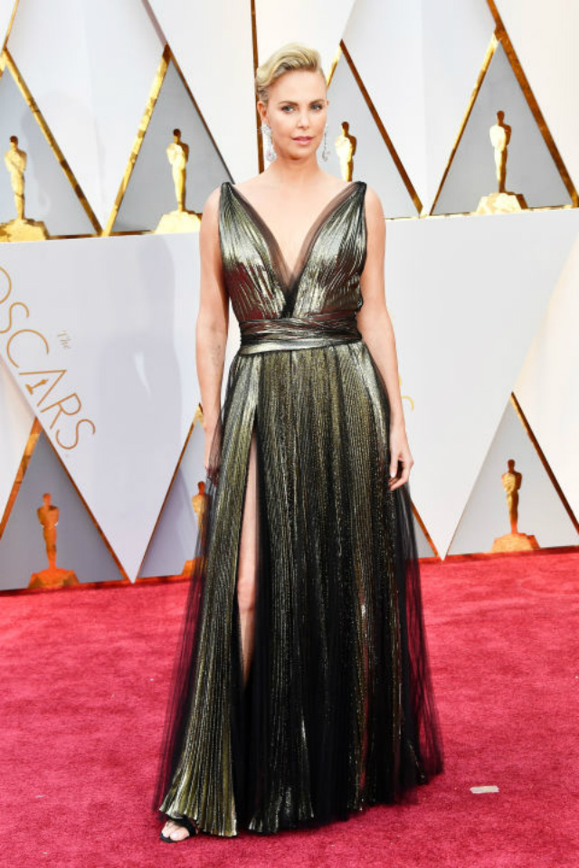 Top 10 Best Dressed Oscars 2017 By BRABBU's Fashion Police best dressed oscars 2017 Top 10 Best Dressed Oscars 2017 By BRABBU's Fashion Police hbz oscars charlize theron dior couture