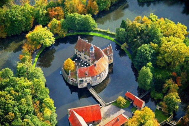 10 Iconic Germany Monuments That You Must Visit  10 Iconic Germany Monuments That You Must Visit Vischering Castle L  dinghausen North Rhine Westfalia