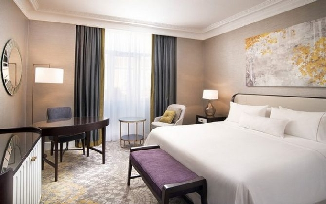 7 Striking Decor Ideas To Steal From Areen Design  7 Striking Decor Ideas To Steal From Areen Design areendesign Hospitality Westin Palace Madrid Executive Guestroom 1 670x419 1