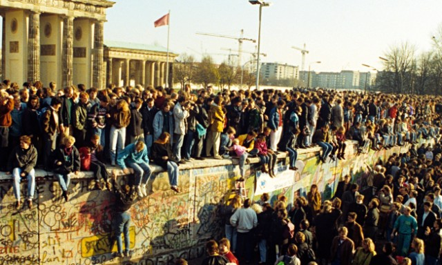 10 Iconic Germany Monuments That You Must Visit  10 Iconic Germany Monuments That You Must Visit berlin wall