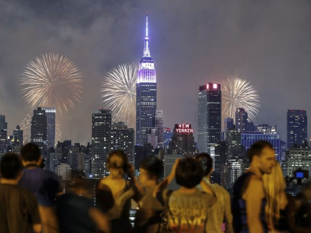 10 Must-See Fourth Of July Fireworks In The USA  10 Must-See Fourth Of July Fireworks In The USA 10 Must See Fourth Of July Fireworks In The USA 2 e1498657018715