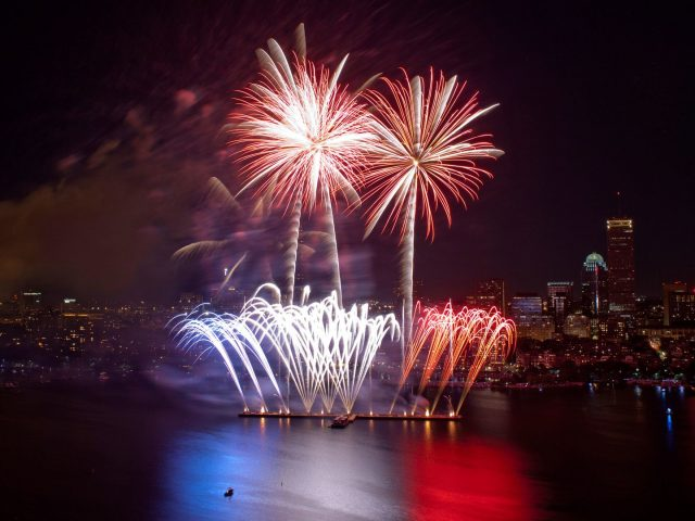 10 Must-See Fourth Of July Fireworks In The USA  10 Must-See Fourth Of July Fireworks In The USA 10 Must See Fourth Of July Fireworks In The USA 3 e1498658333670