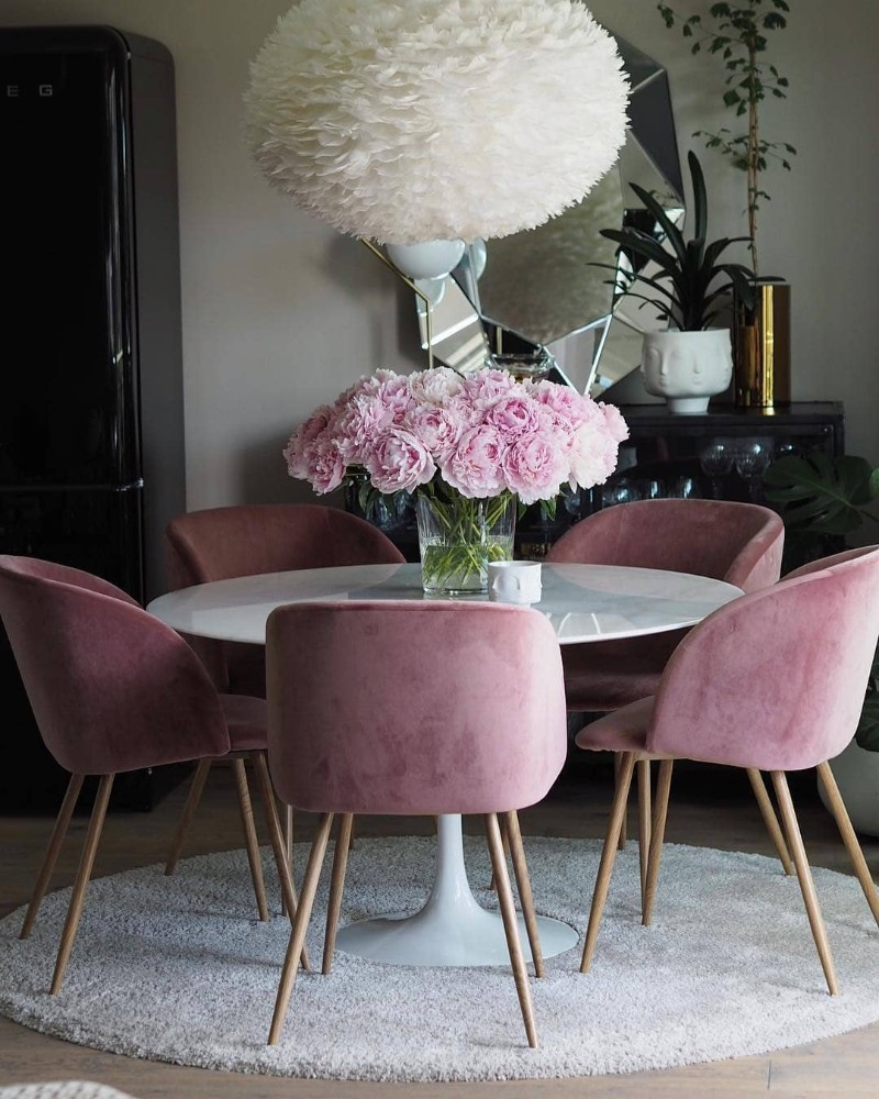 Upholstered Chairs 10 Inspiring Dining Room Designs upholstered dining chairs Upholstered Dining Chairs: 10 Inspiring Dining Room Designs Upholstered Dining Chairs 10 Inspiring Dining Room Designs2 1