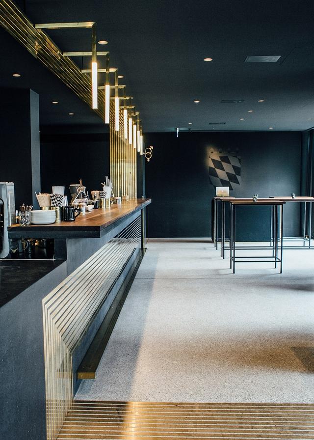 Brass lines making success in Modernist Herzog Bar & Restaurant München Brass lines making success in Modernist Herzog Bar & Restaurant MünchenBrass lines making success in Modernist Herzog Bar Restaurant M  nchen 7