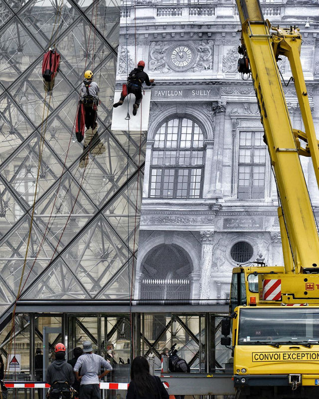 Artist JR Transforms The Louvre With Optical Illusion (4) musée du louvreArtist JR Transforms The Musée du Louvre With Optical IllusionArtist JR Transforms The Mus  e du Louvre With Optical Illusion 4 1
