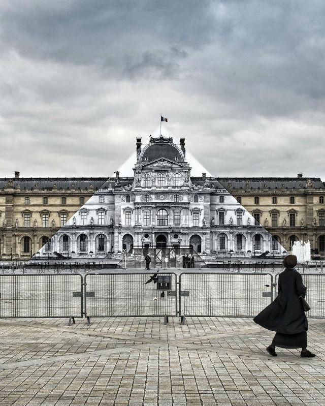 Artist JR Transforms The Musée du Louvre With Optical Illusion (7) d musée du louvreArtist JR Transforms The Musée du Louvre With Optical IllusionArtist JR Transforms The Mus  e du Louvre With Optical Illusion 7 d