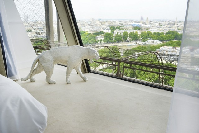 Euro 2016 Exclusive A Luxury Apartment Inside the Eiffel Tower (5) Euro 2016Euro 2016 Exclusive: A Luxury Apartment Inside the Eiffel TowerEuro 2016 Exclusive A Luxury Apartment Inside the Eiffel Tower 5