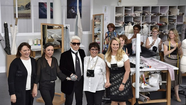Karl Lagerfeld and Chanel: Artisans and Fashion Show Karl Lagerfeld and Chanel: Artisans and Fashion ShowKarl Lagerfeld and Chanel: Artisans and Fashion Show1 1