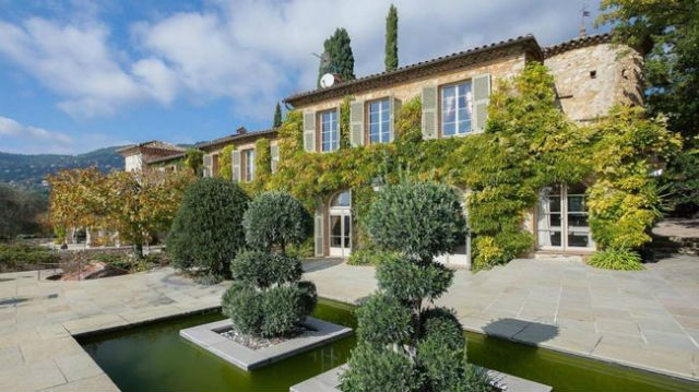 See The Interiors of Brigitte Bardot's For Sale House in France (2) house in franceSee The Interiors of Brigitte Bardot's For Sale House in FranceSee The Interiors of Brigitte Bardots For Sale House in France 2