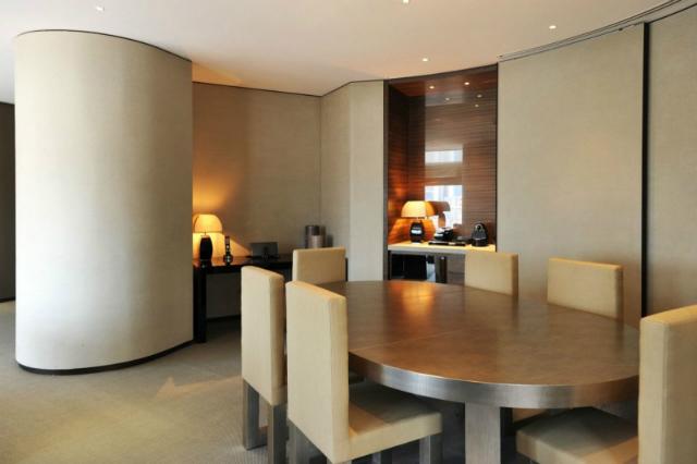 Armani Hotel Dubai Is The World's Most Luxurious Hotel armani hotel dubaiArmani Hotel Dubai Is The World's Most Luxurious HotelArmani Hotel Dubai 12 800x533