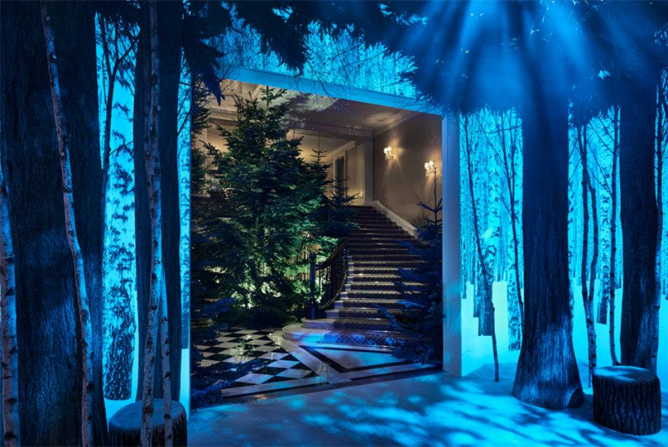 CLARIDGE'S CHRISTMAS TREE 2016 claridge's christmas tree 2016CLARIDGE'S CHRISTMAS TREE 2016 BY THE DUO SIR JONY IVE AND MARC NEWSONjony ive marc newson claridges christmas tree 2016 designboom02
