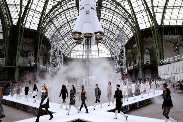 Chanel Launches a Rocket at the Paris Fashion Week 2017 (1) ChanelChanel Launches a Rocket at the Paris Fashion Week 2017Chanel Launches a Rocket at the Paris Fashion Week 2017 1 1