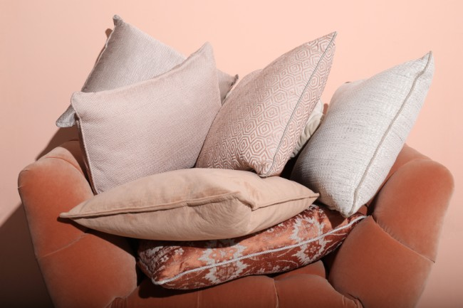 A New Pillow Collection To Rock The 2018 Fall Winter Trends. Fall Winter Trends. 2018 Color Trends. Home Decoration. 2018 fall winter trendsA New Pillow Collection To Rock The 2018 Fall Winter Trends4Z2A8366