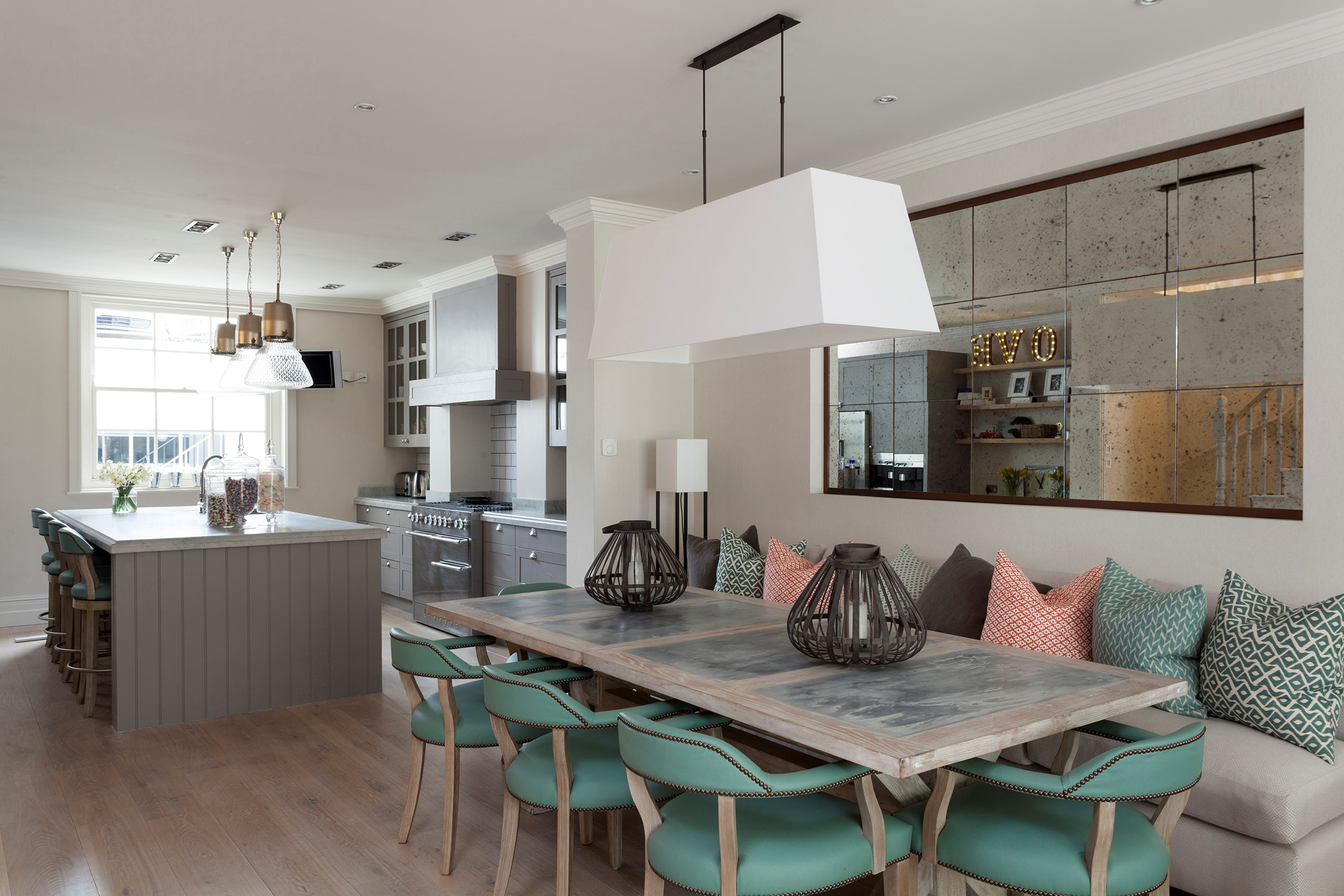 Sophisticated House in Central London with BRABBU´s Armchairs sophisticated houseSophisticated House in Central London with BRABBU´s ArmchairsMelissa and Miller Interiors 6